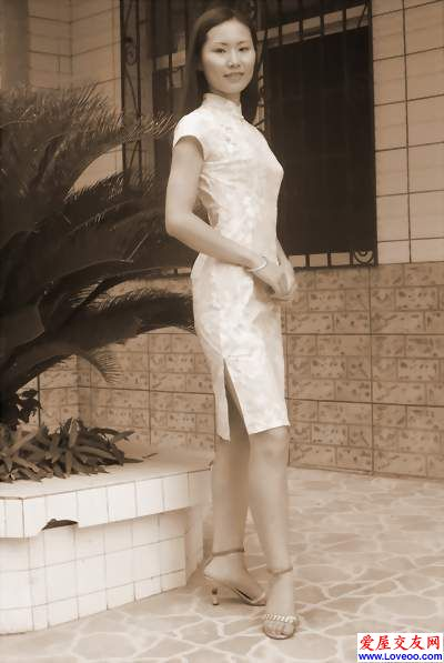 雨菲 穿旗袍的样子